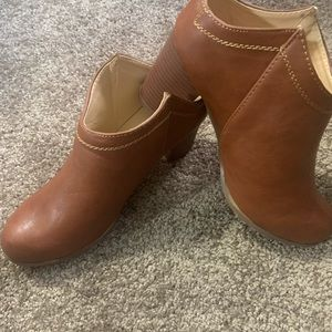 Ankle boots by Chade and Chloe, rust brown, Sz 8